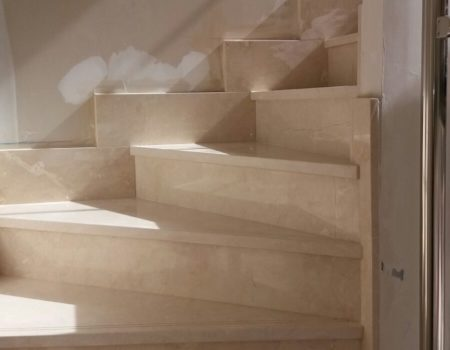Escalera Crema Marfil pulida